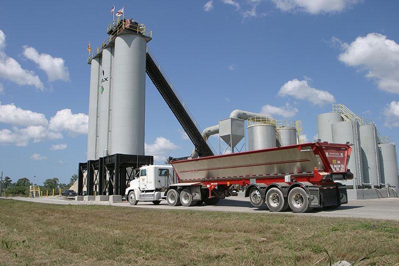 TKOLB_on_truck_paving_plant